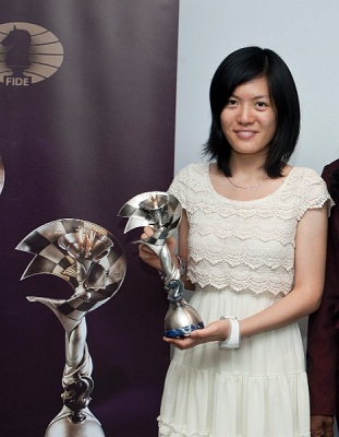 http://www.pogonina.com/images/20120902_olympiad_day_off060_caissa_trophy_hou_yifan.jpg